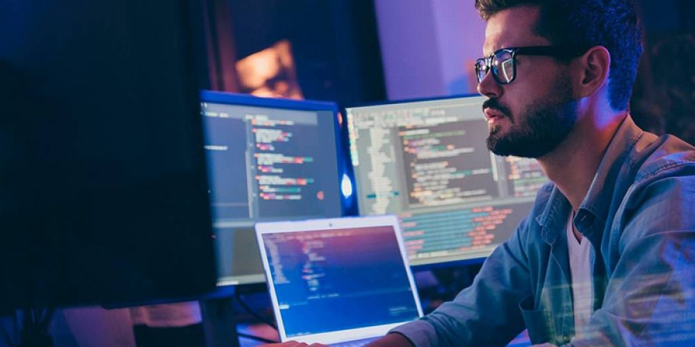 Services informatiques : comment acquérir de l'expérience en peu de temps pour trouver un emploi ?