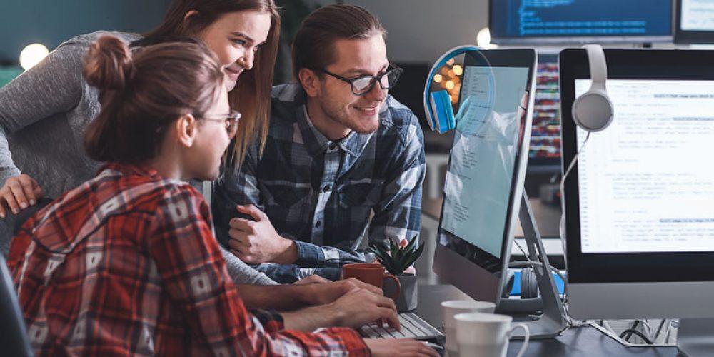 Astuces pour améliorer ses compétences et trouver un emploi en informatique